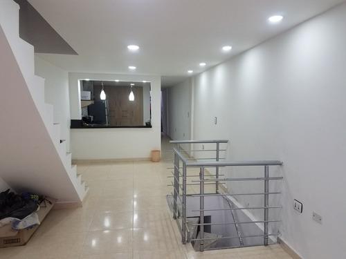 casa de 4 pisos con 2 aparta-estudios incluidos