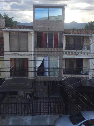 casa de 4 pisos dentro de unidad residencial, medellin