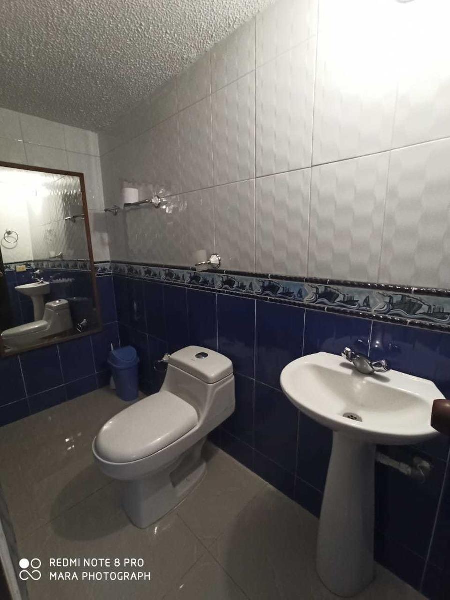 casa de 4 pisos, dos apartamentos independientes rentando