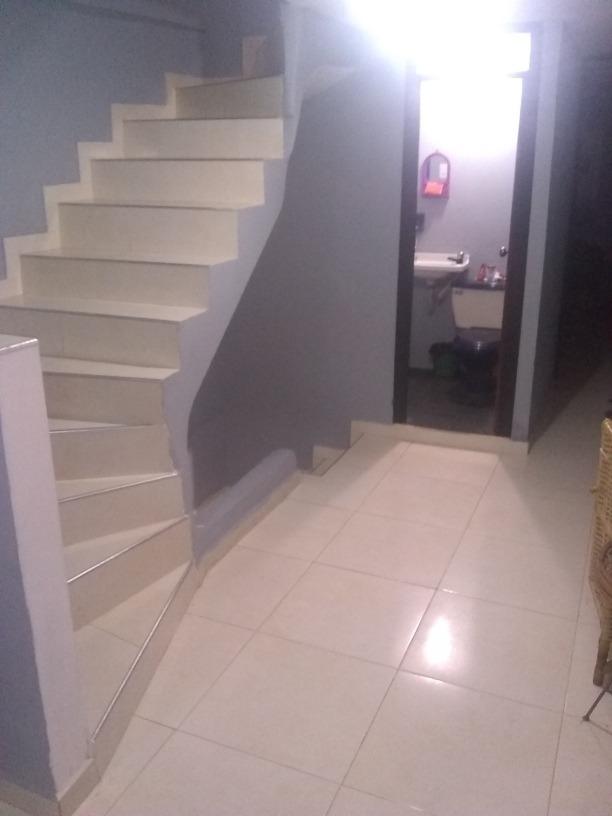 casa de 4 pisos tres cocina 4 baños terraza tejada papeles a
