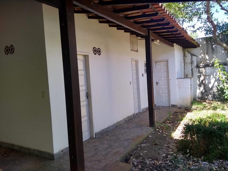 casa de 4 quartos, sendo duas suítes, cinco vagas de garagem