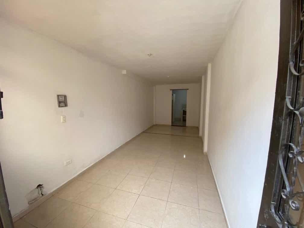 casa de 450 metros^2, tres niveles, tres apartaments