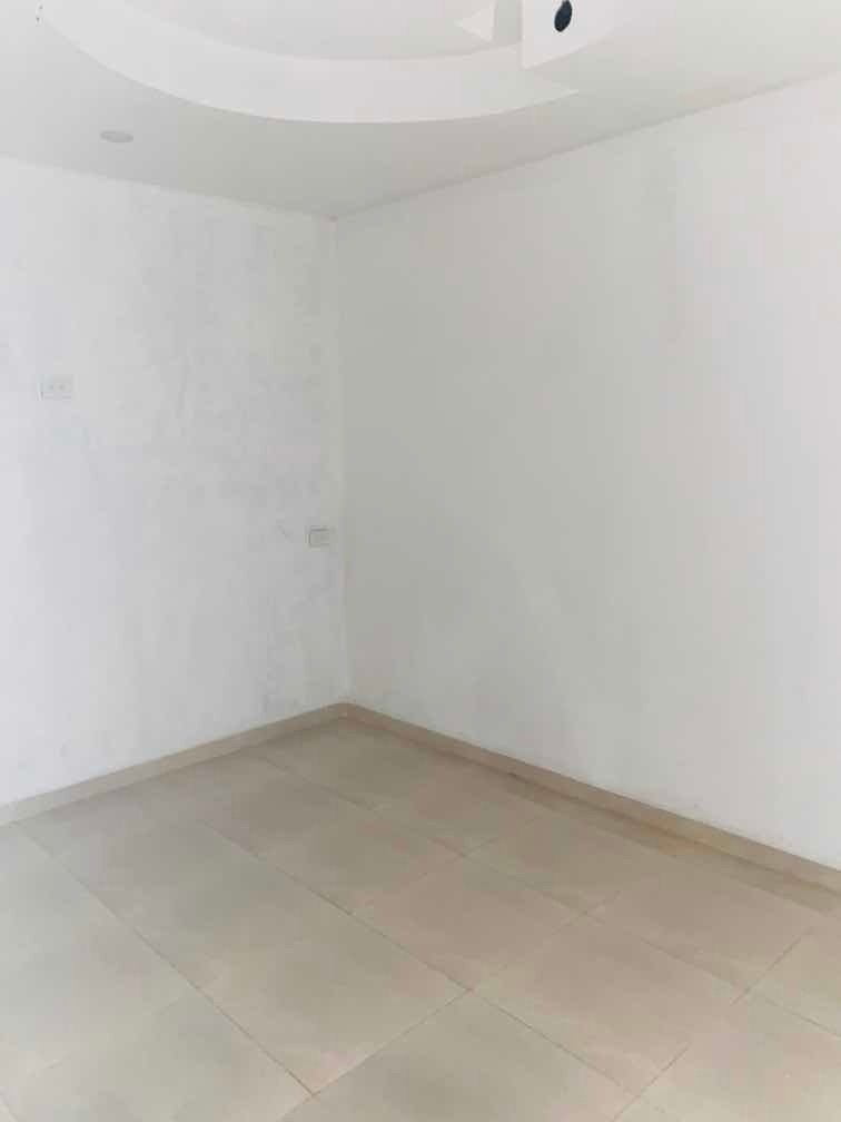 casa de 4cuartos. 2 baños 1 garaje. sala, comedor , patio,