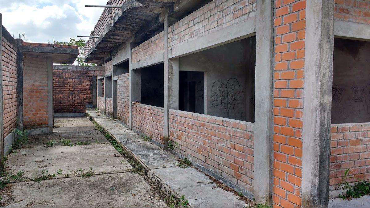 casa   de 5 ambientes  area t : 2,240 m2  en aguaytia