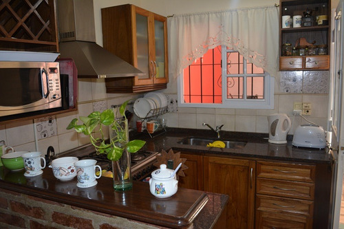 casa de 5 ambientes con terraza en lomas de zamora