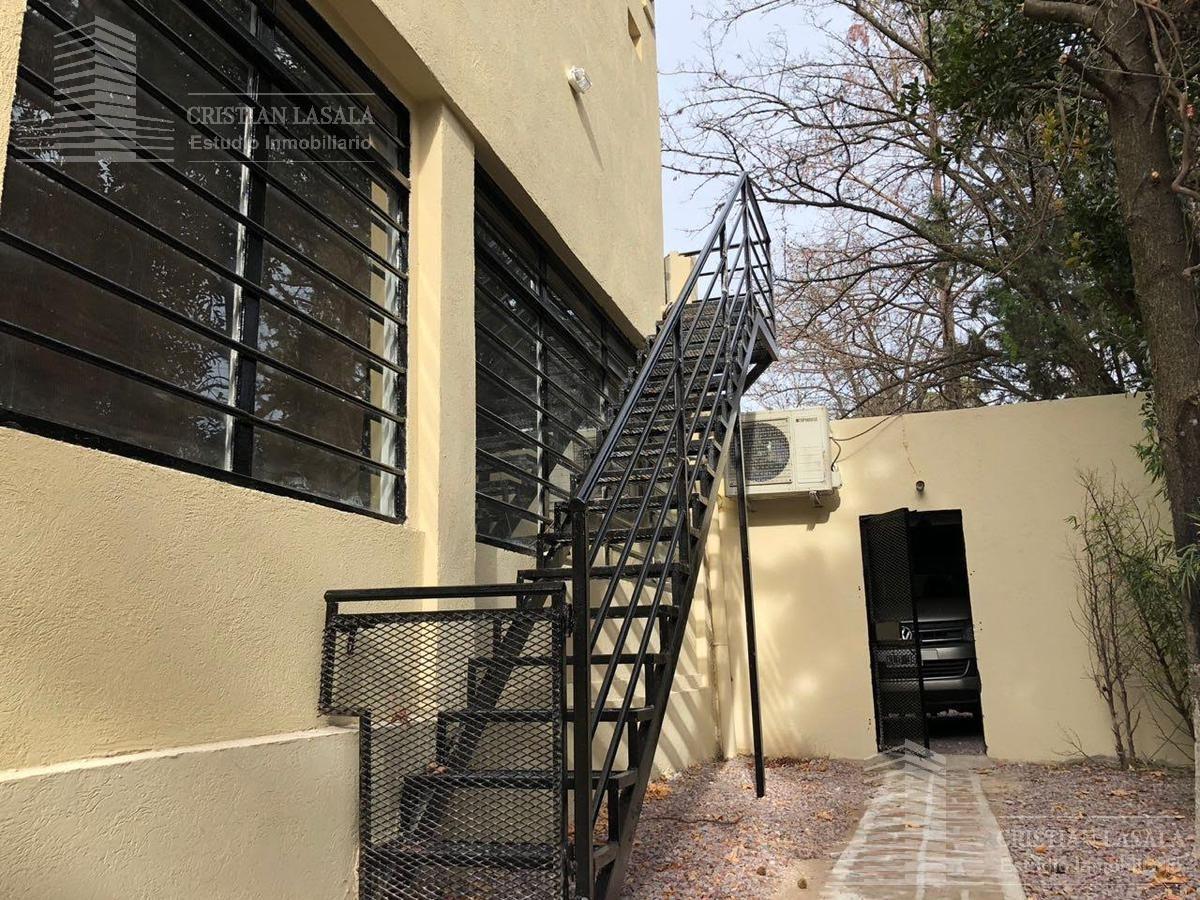 casa de 5 ambientes en barrio el jaguel. ituzaingo