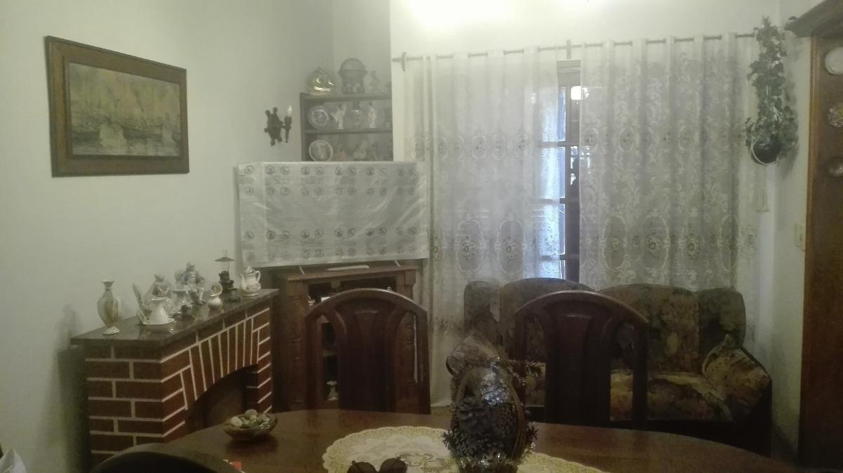 casa de 5 ambientes en dos plantas exelente ubicacion