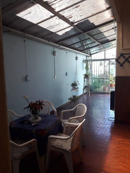 casa de 5 ambientes en muy buen estado