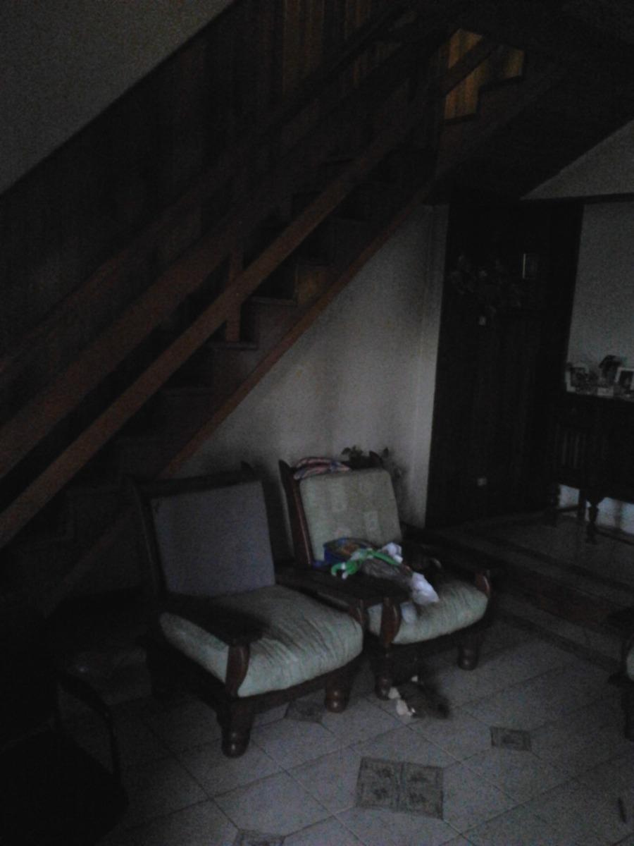 casa de 5 ambientes y 1 baño + departamentos al fondo