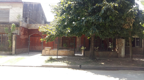 casa de 5 ambientes y garage para cuatro vehículos