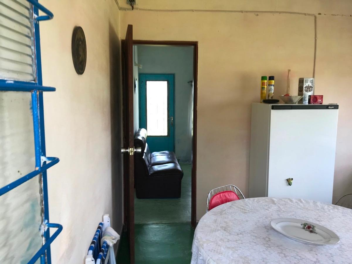 casa de 5 habitaciones, baño y galpon.