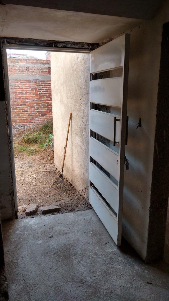 casa de 5 recamaras, 2 baños amplios, cajon para un carro