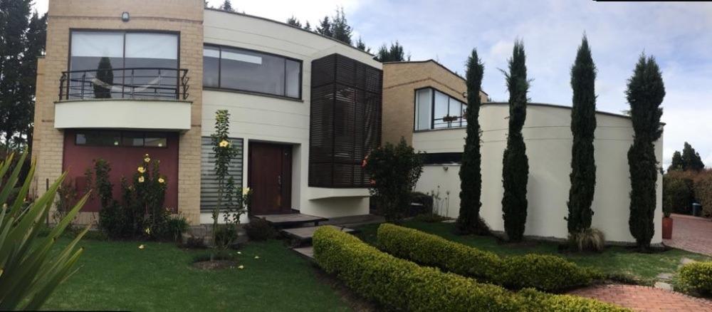 casa de 531m2 lote 1440 m2 en bogota venta o arriendo