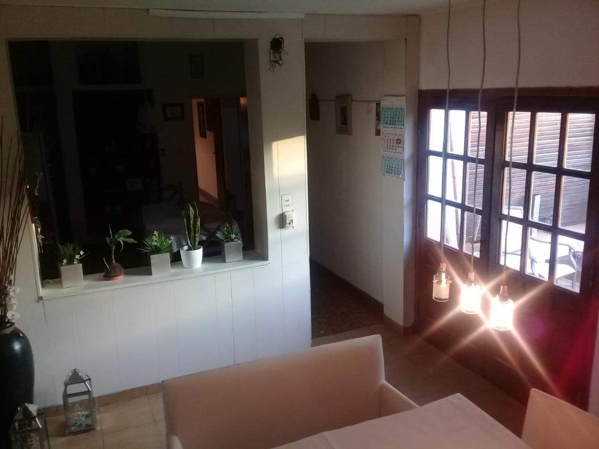 casa de 6 amb c/5 dormitorios, 3 baños y cochera, todo en una planta. boulogne