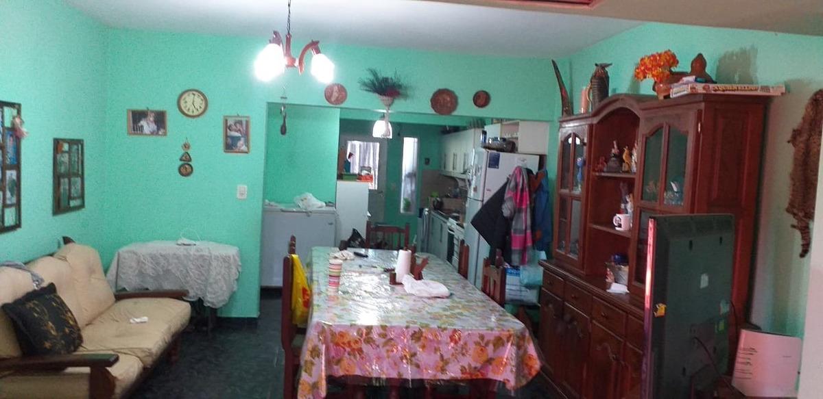 casa de 6 ambientes 2 baños