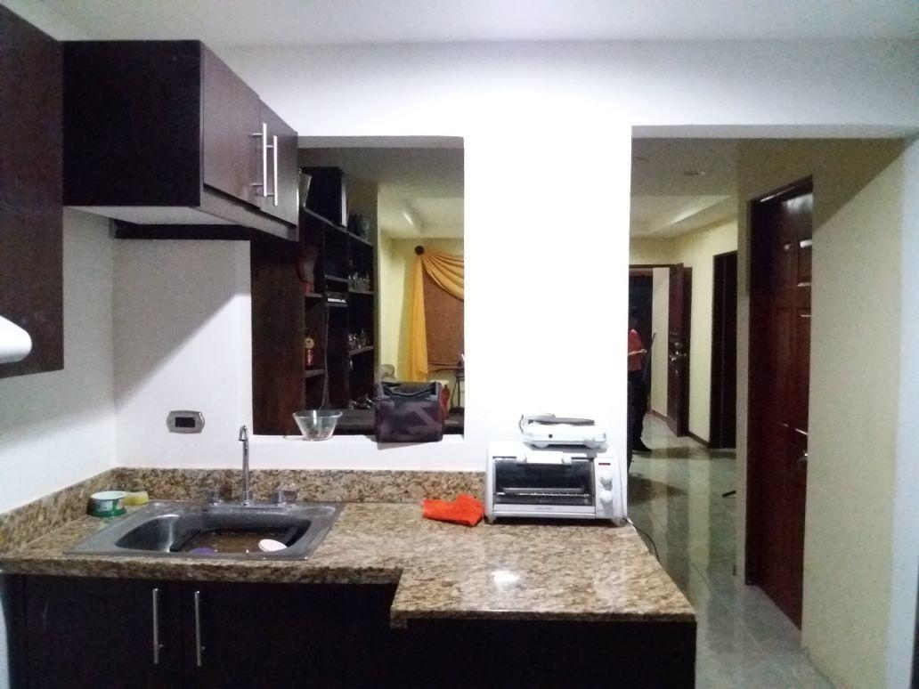 casa de 6 aposentos  3 cuartos 2 banos sala comedor cocina