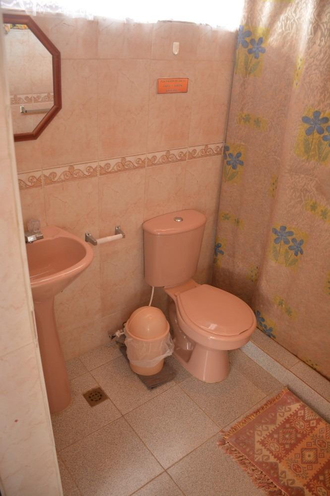 casa de 6 habitaciones y 6 baños.