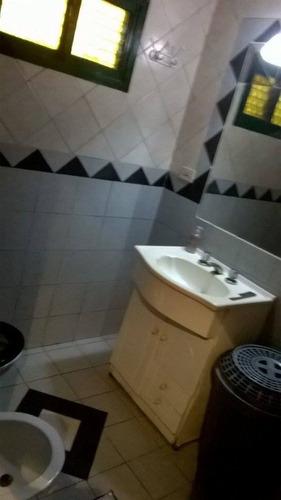 casa de 6 hambientes 1 baño. codina, comedor amplio, 4 habit