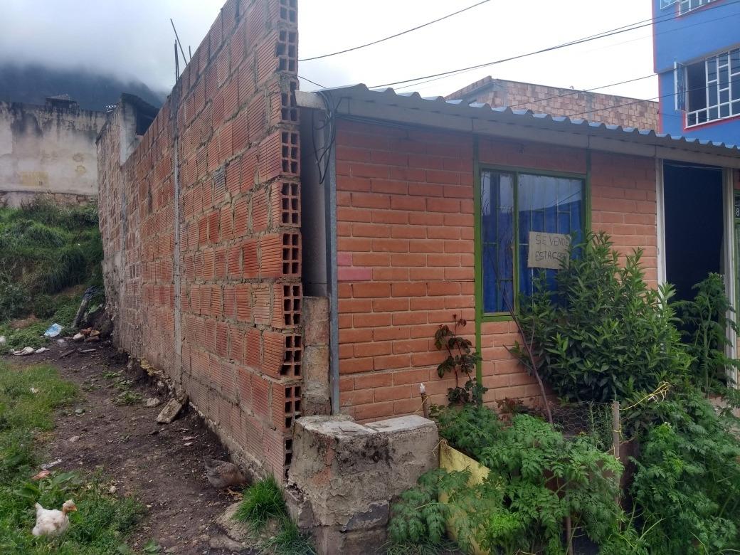 casa de 6x12, 3 habitaciones, sala comedor, 1 baño y garaje