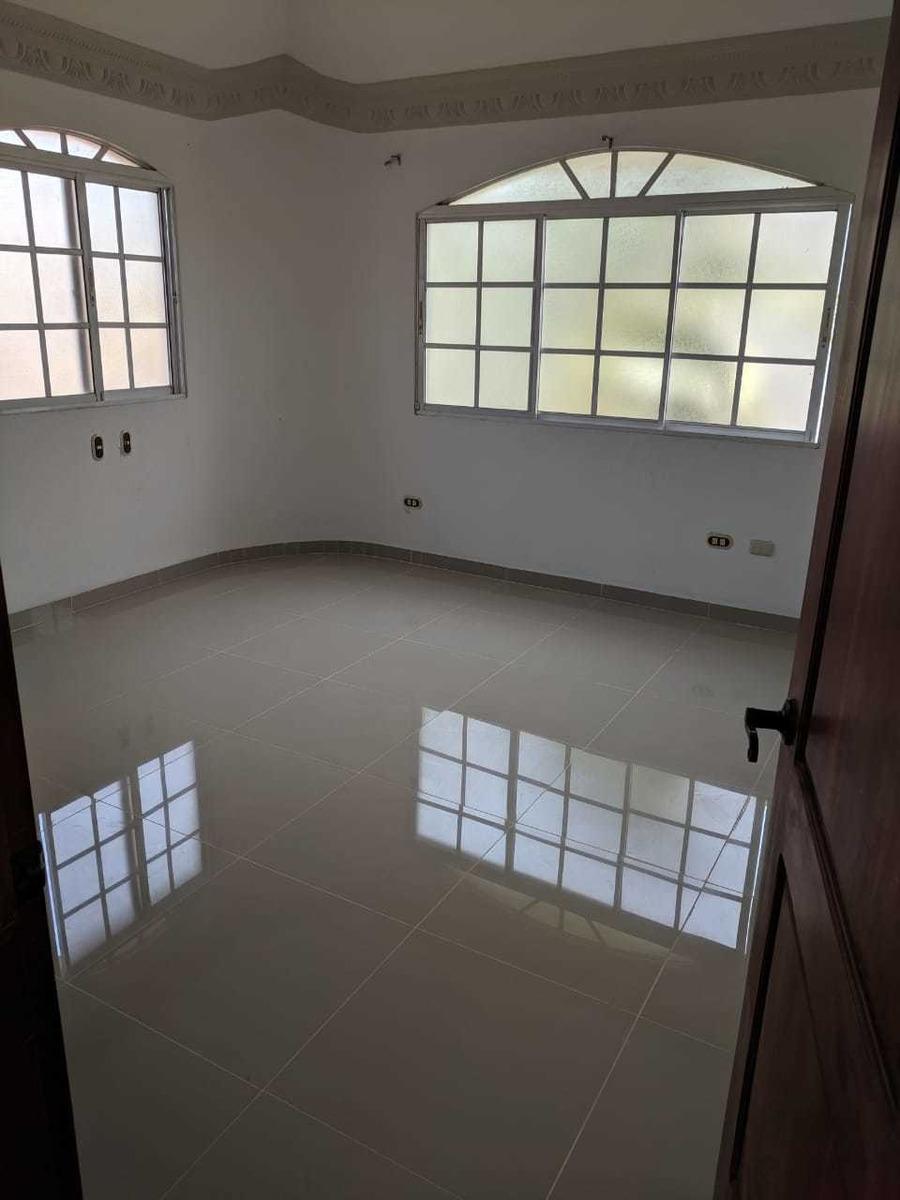 casa de 7 habitaciones y 6 baños 4 salas