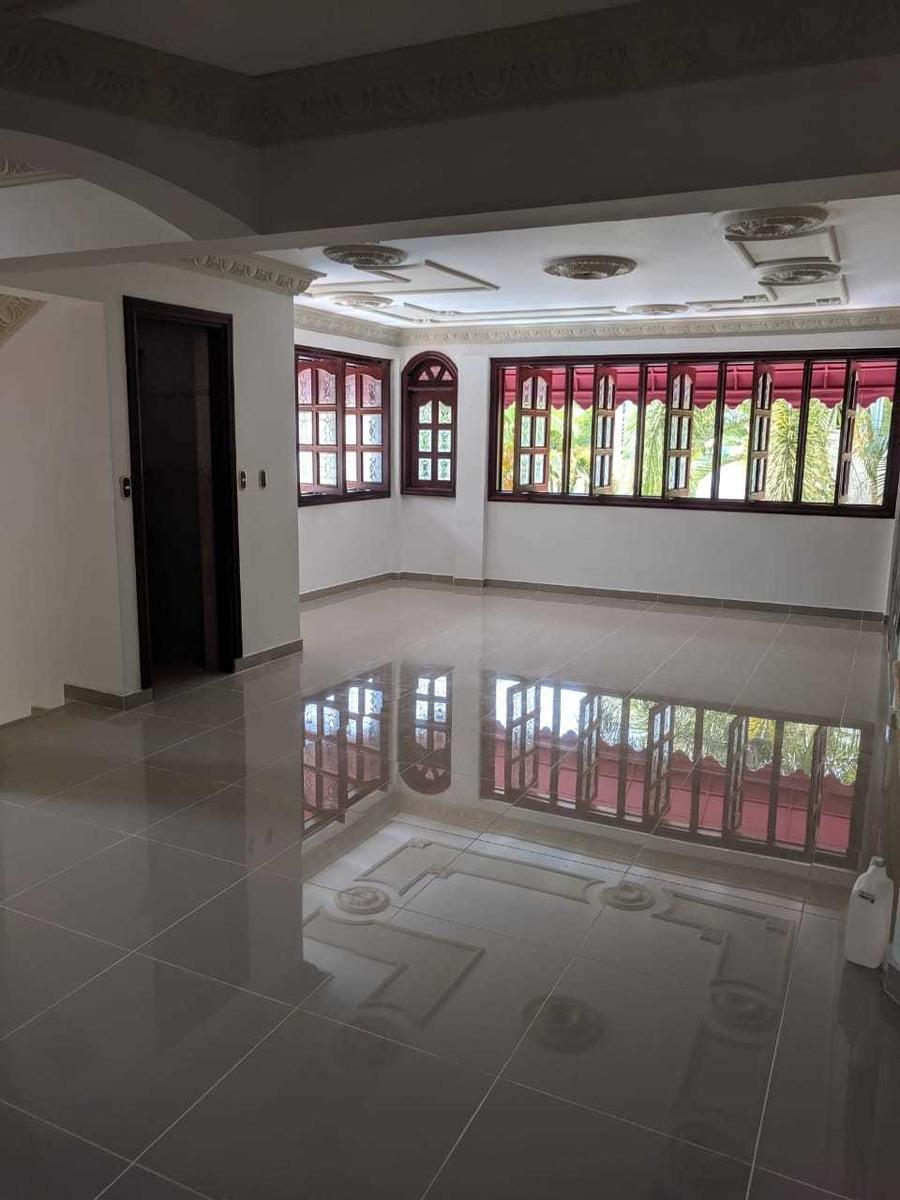 casa de 7 habitaciones y 6 baños 4 salas con piscina