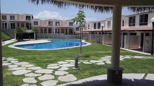 casa de 74 metros, con alberca, terraza y áreas verdes