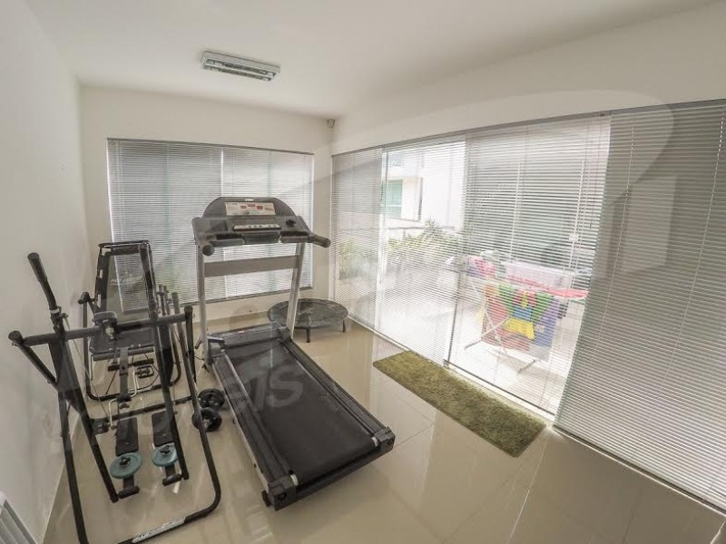 casa de alto padrão com 03 dormitórios ( sendo 01 suite) ampla área de lazer com piscina e salão de festas privativo, sala de jantar, cozinha, academia e sala de jogos. - 3575811