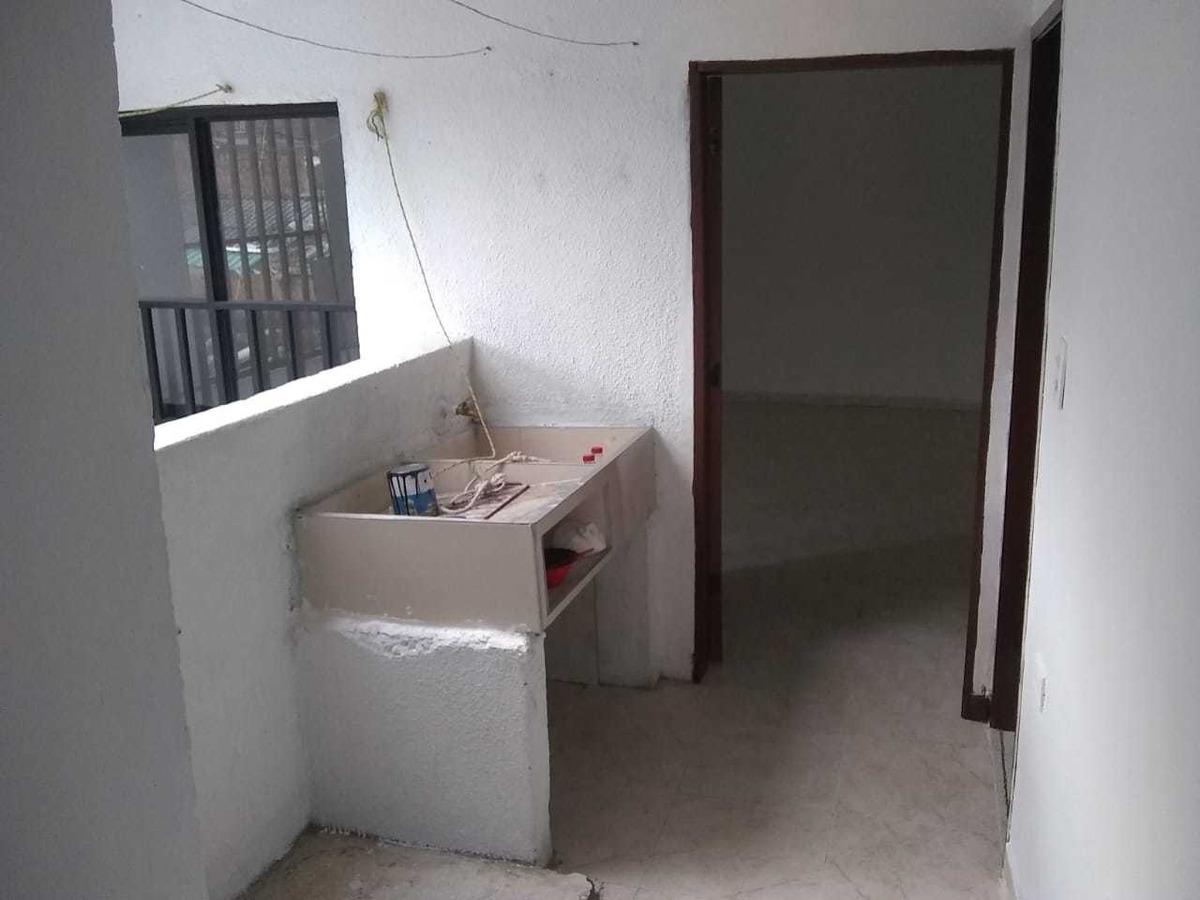 casa de ambiente y dos baños