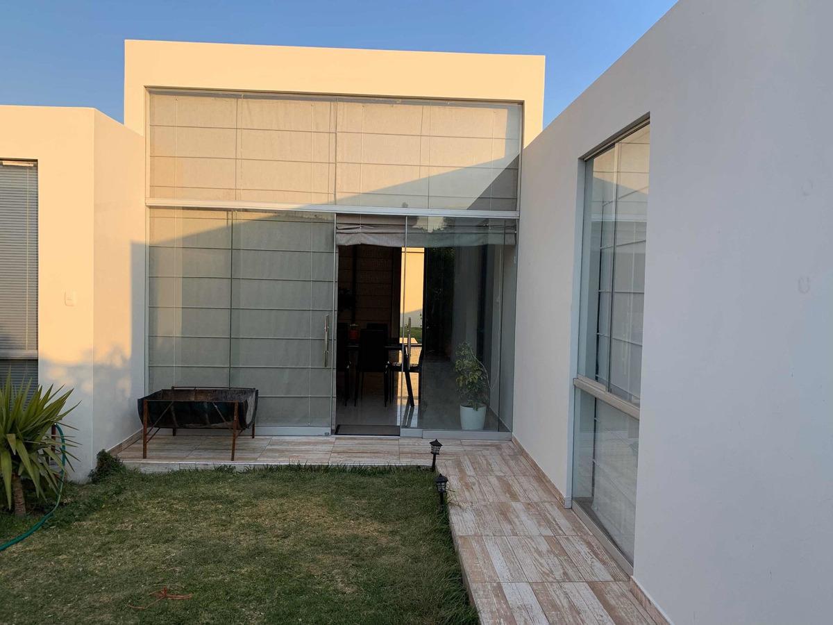 casa de campo en urbanización nueva