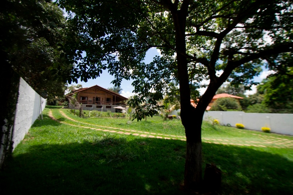 casa de campo estilo chalé, jardim piscina para 12 pessoas