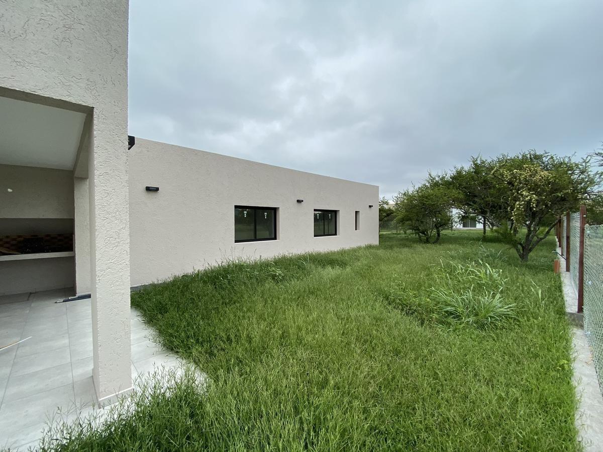 casa de categoria - 2 dorm con vestidor - las cañitas barrio privado - 188