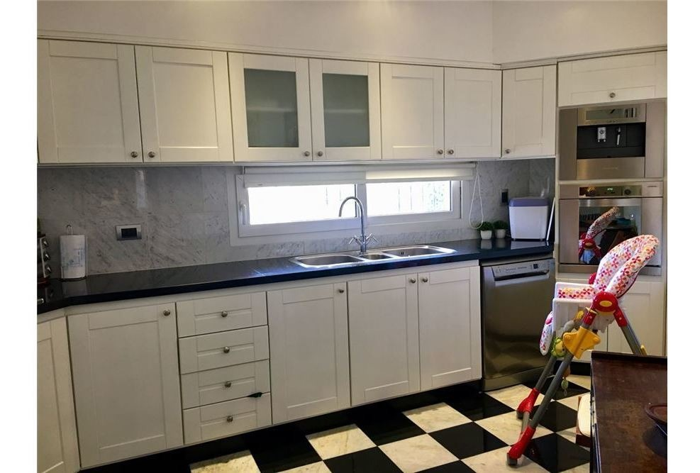 casa de categoría 4 ambientes con garage