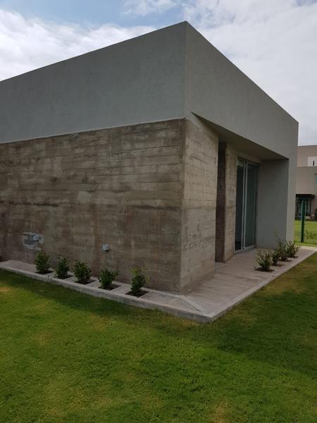 casa de categoría en  cañuelas country golf
