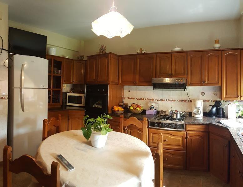 casa de cinco ambientes en venta- moron sur