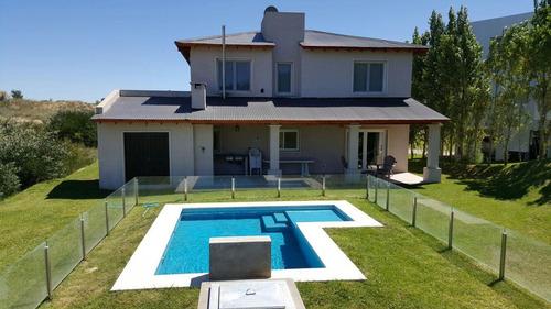 casa de country costa esmeralda con 5 dormitorios
