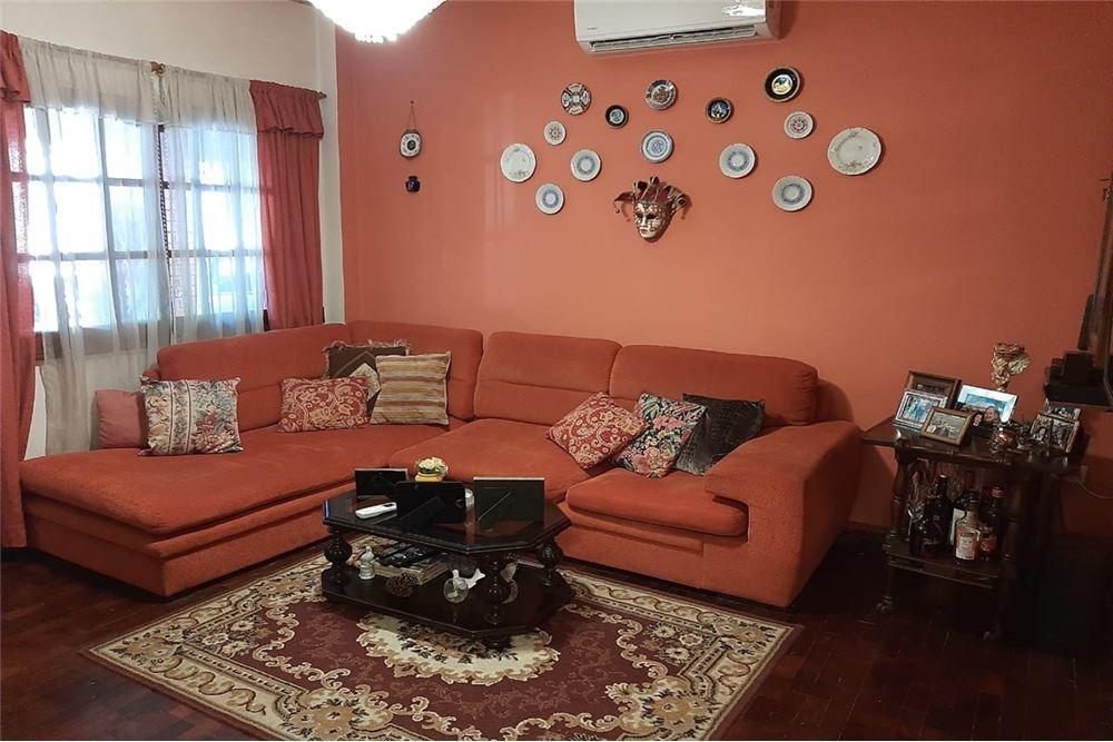 casa de cuatro ambientes con cochera y jardin