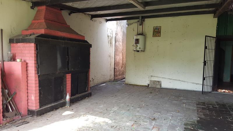 casa de cuatro ambientes en venta- moron sur