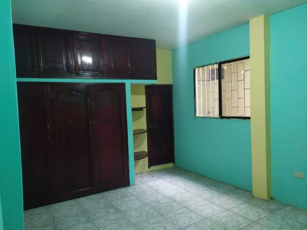 casa de cuatro departamentos y dos locales con departamentos