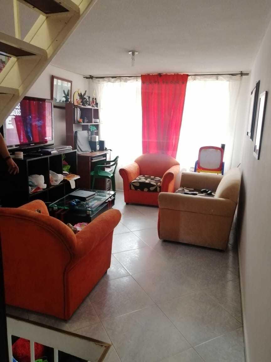 casa de cuatro niveles, tres habitaciones, dos salas tres ba