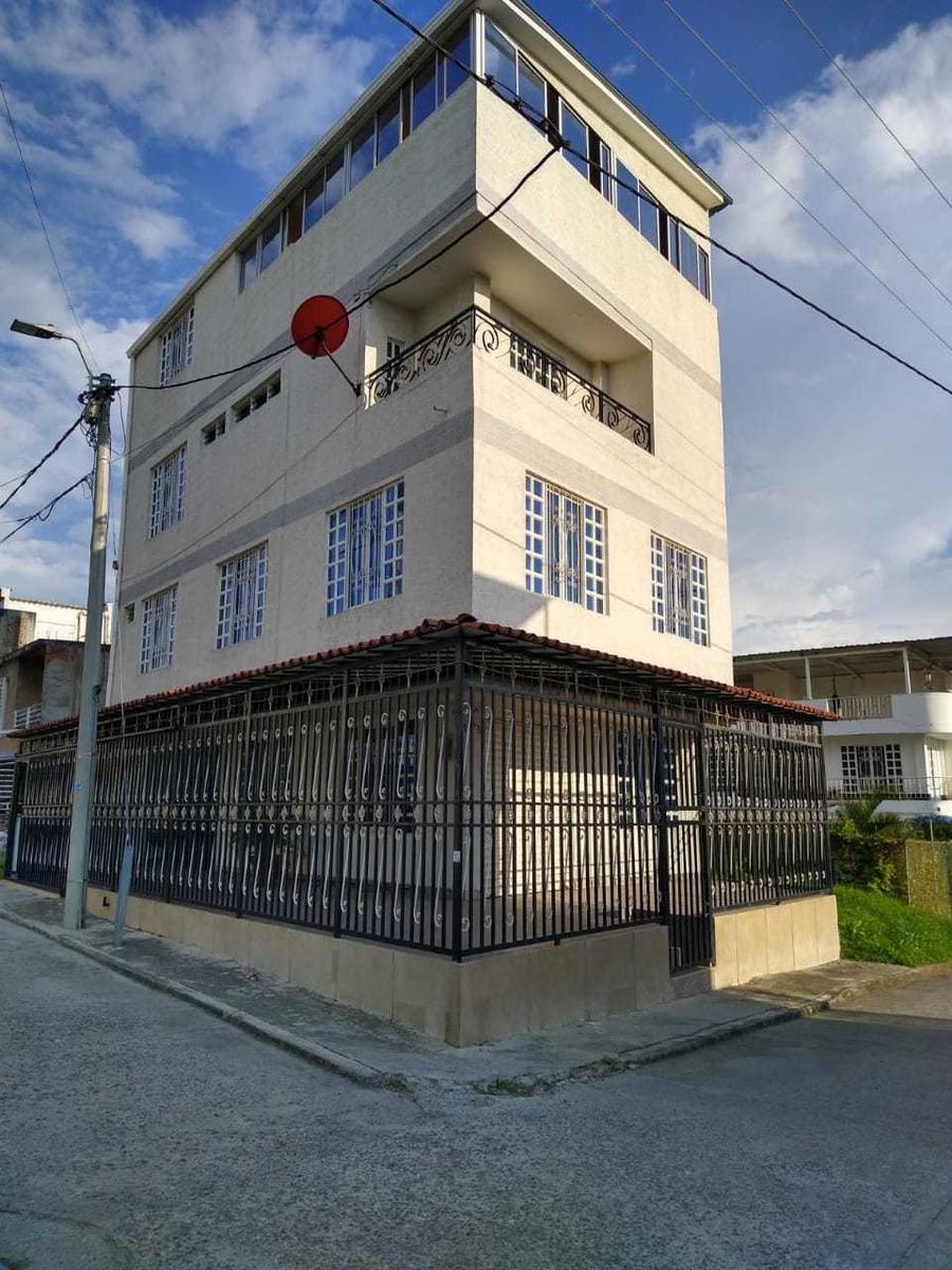 casa de cuatro pisos, se vende amoblado o sin amoblar