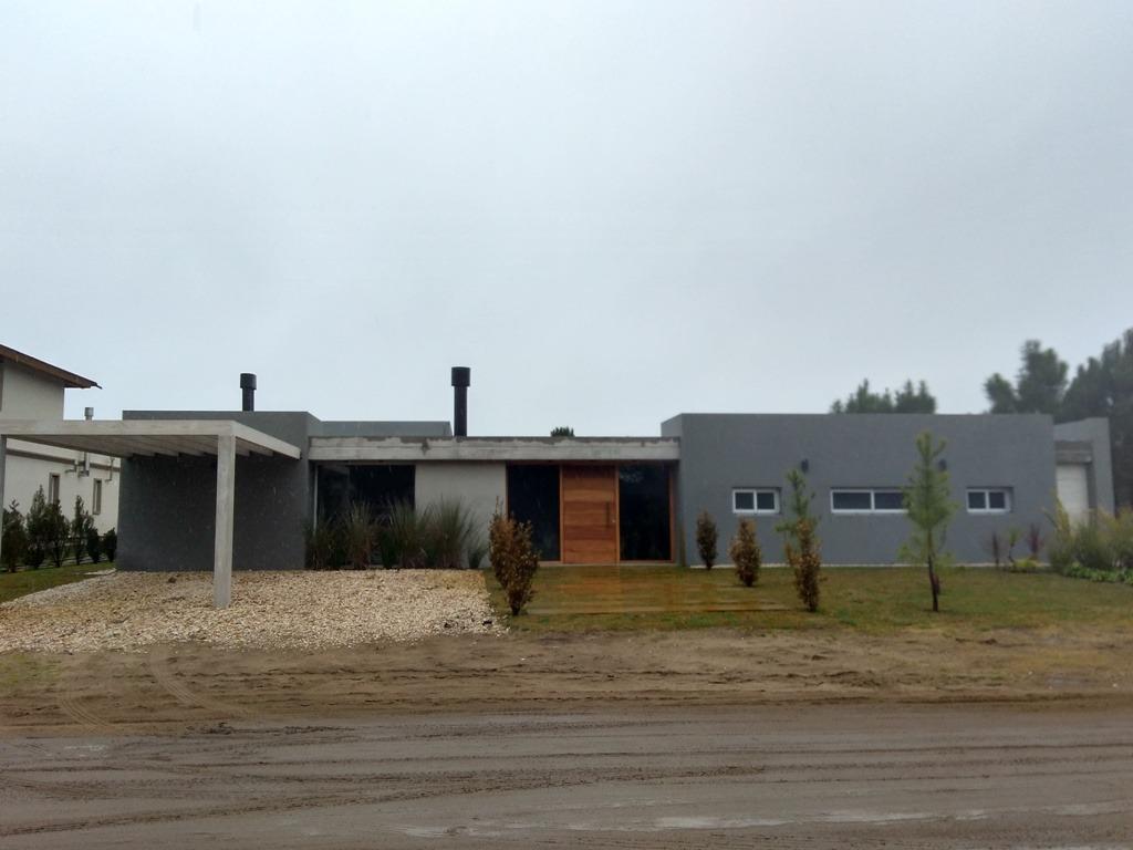 casa de diseño en barrio la herradura.
