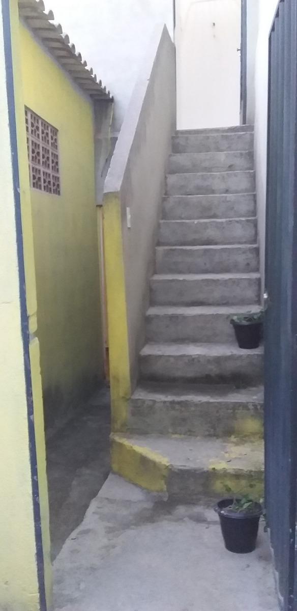 casa de dois andares.