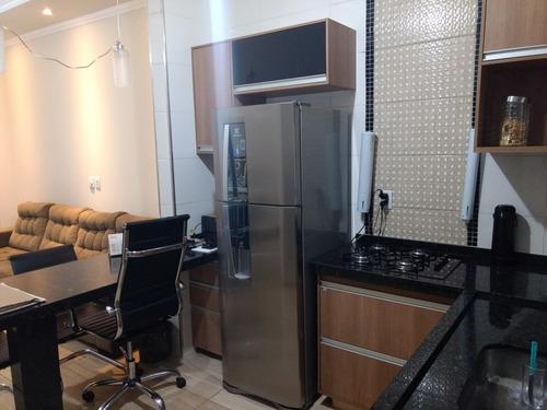 casa de dois dormitórios sala cozinha área de churrasco e mu