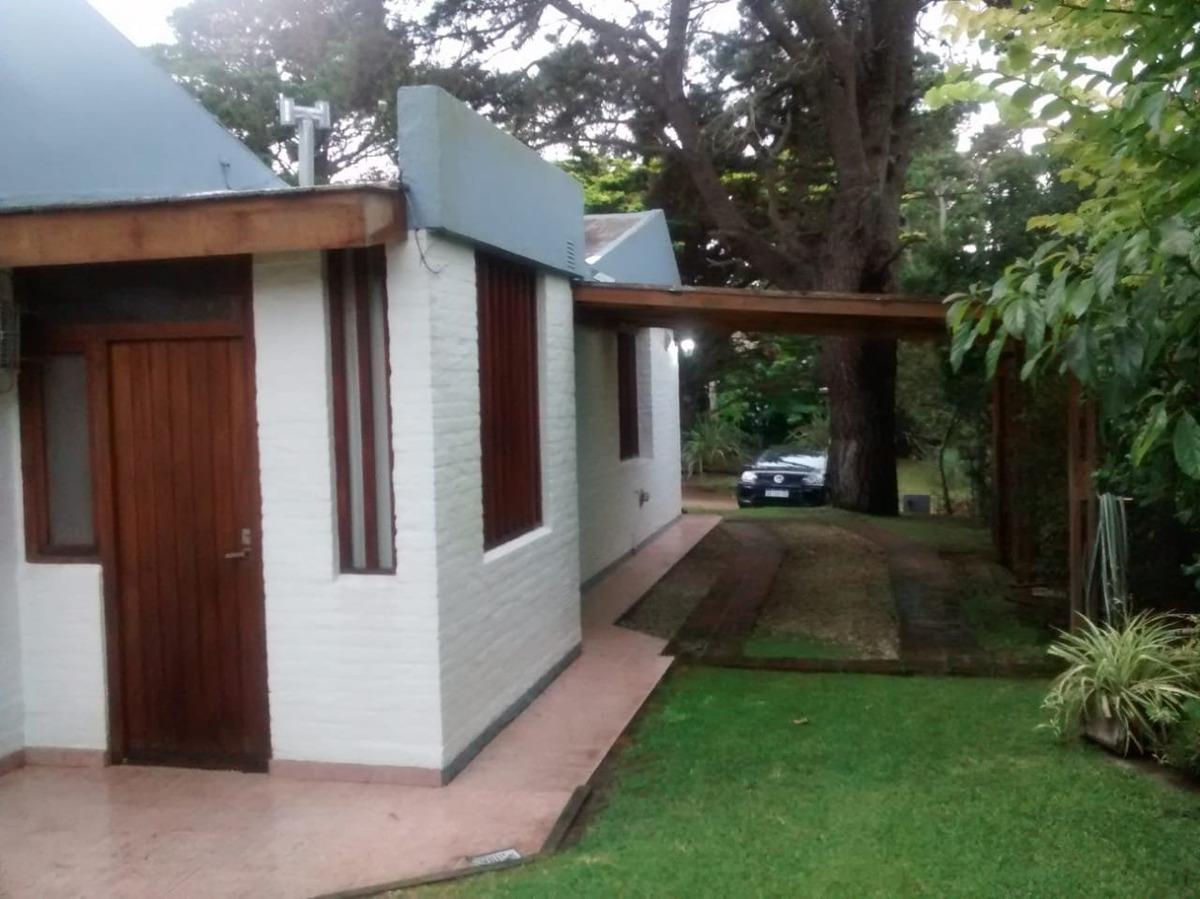 casa de dos dormitorios + dependencia exterior. hermosa zona