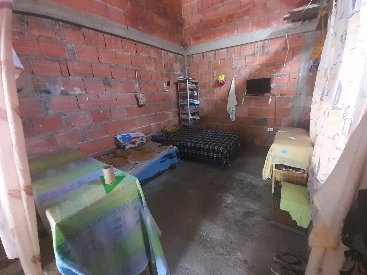 casa de dos habitaciones un baño (negociable)