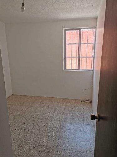 casa de dos niveles cerca de sams