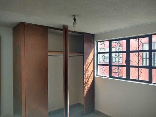 casa de dos niveles en privada semiresidencial