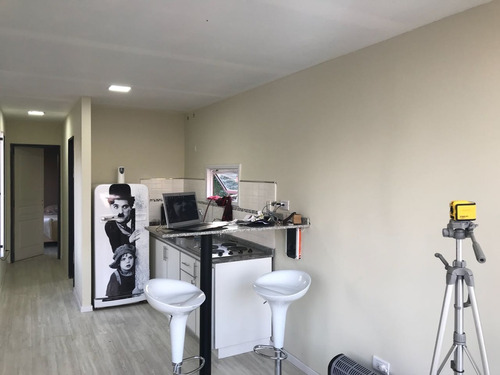 casa de dos o tres ambientes estilo minimalista a estremar