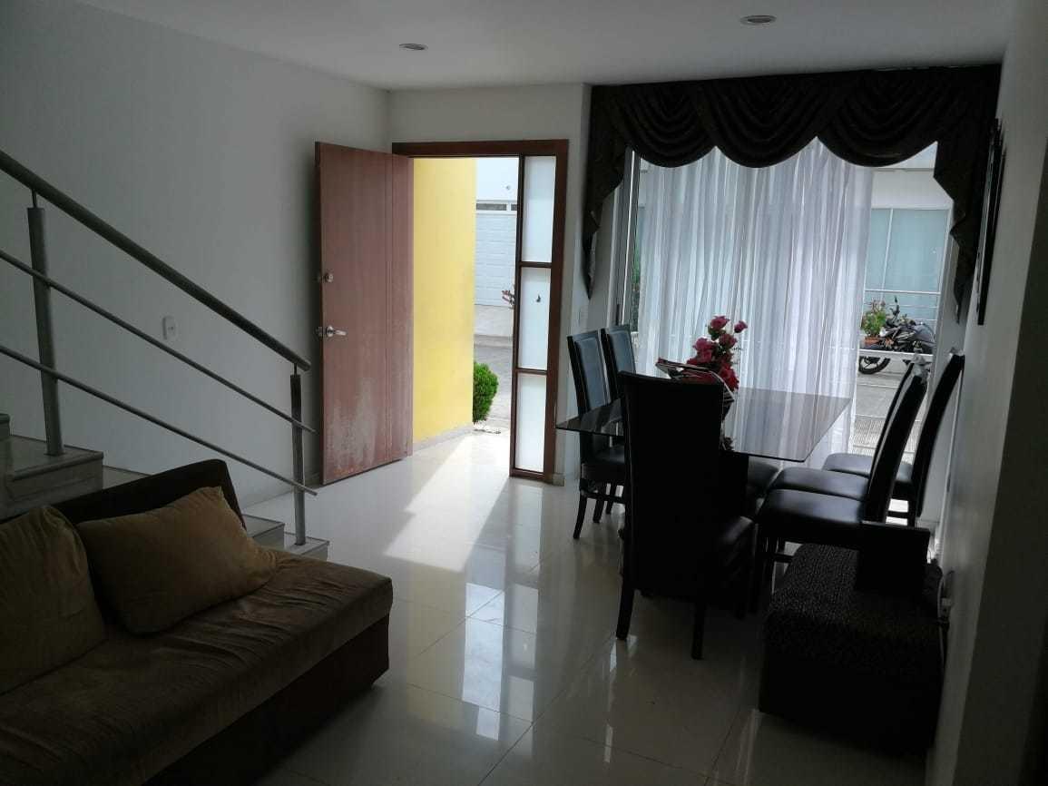 casa de dos pisos 7 habitaciónes, 4 baños, sala, comedor,