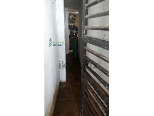 casa de dos pisos colonia las dunas cd. madero tamaulipas. ubicada en calle playa santa maria en la colonia las dunas en ciudad madero tamaulipas. es una casa de 2 pisos, cuenta con 2 recamaras, medi